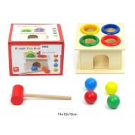 Koka rotaļlieta ar āmuru